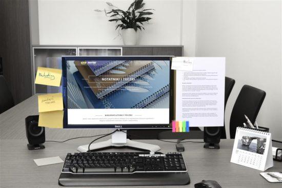 Samoprzylepna listwa na monitor Memo z zakładkami